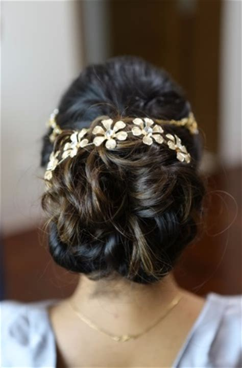 ways  rock messy hairstyles   engagement party