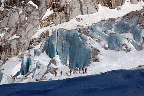 smučanje in deskanje po ledeniku ljudje