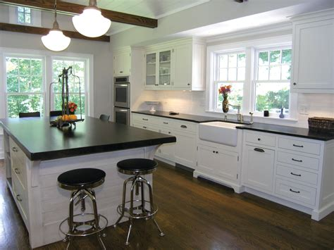 farmhouse kitchen design function complements in this modern farmhouse style 3639