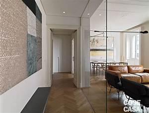110 mq con una parete in vetro per dividere soggiorno e corridoio e con la cabina armadio dietro