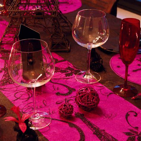 table de mariage ou anniversaire fuchsia  chocolat