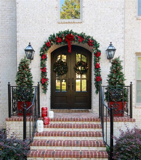 traditional christmas front door decorations  greet