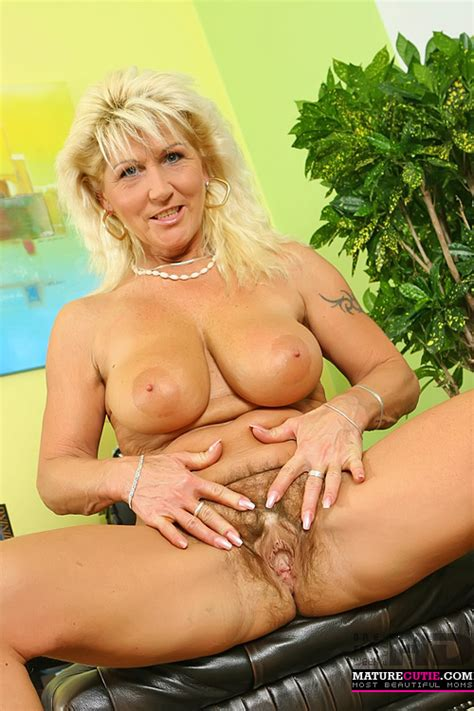 This Busty Old Mom With Big Nipples Hairy Pussy And