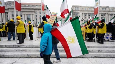 Washington: Protestors waving Iranian flag demand regime ...