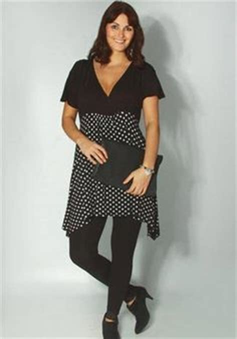robe grande taille col v manches courtes noir avec
