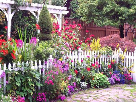 top 25 best cottage gardens ideas on