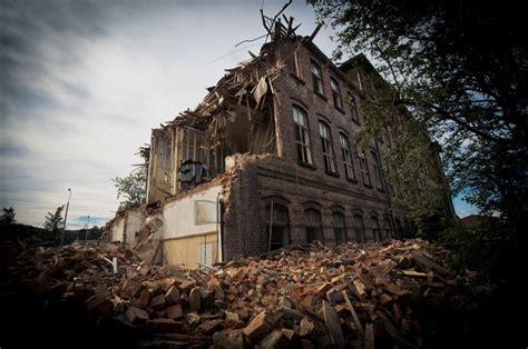 Broken building | Half-demolished building in Gdansk ...