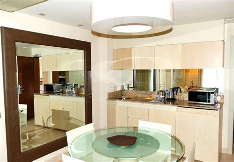 credence miroir pour cuisine cr 233 dence miroir de cuisine types inconv 233 nients prix ooreka