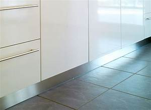 Sockelverbinder kuche home design ideen for Küche bodenleiste