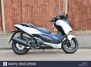 Honda 125 Scooter : honda forza 125 scooter stock photo royalty free image 82928235 alamy ~ Medecine-chirurgie-esthetiques.com Avis de Voitures