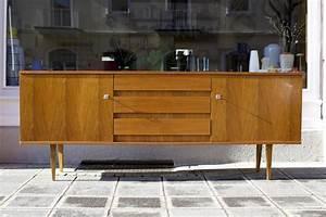 50er Jahre Möbel : sideboard 50er jahre nussbaum raumwunder vintage ~ Michelbontemps.com Haus und Dekorationen