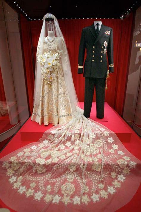 omgthatdress royal wedding dress queen elizabeth ii