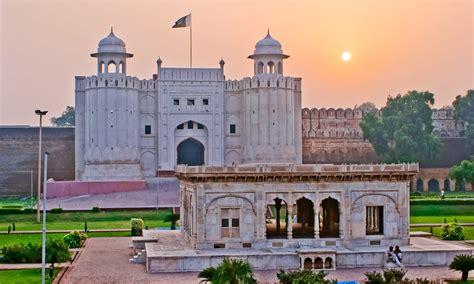 Sunrise Lahore Fort - Alamgiri Gate   The Lahore Fort ...