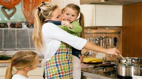cuisine de femme quelle retraite pour les mères et pères au foyer