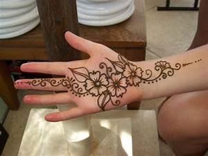 temporary henna tattos on foot | Tattoo Design Ideas