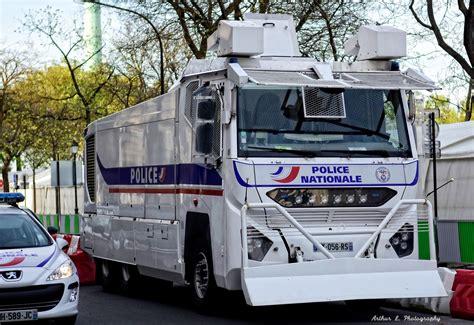 si e automobile le camion anti émeute de la nationale autotitre