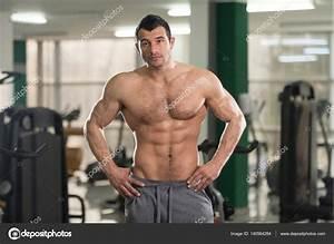 Image Homme Musclé : homme muscl poilu flexion des muscles dans la salle de gym photographie ibrak 140564284 ~ Medecine-chirurgie-esthetiques.com Avis de Voitures