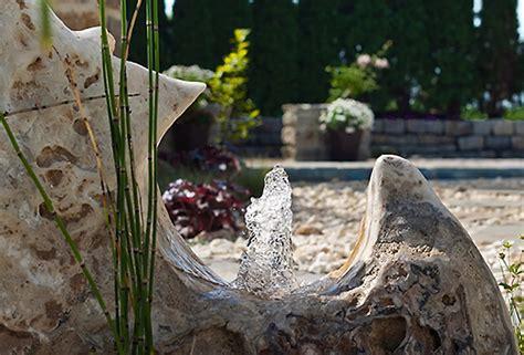 Wasserspiel Stein Garten by Bachlauf Wasserspiele Und Quellstein Gartengestaltung