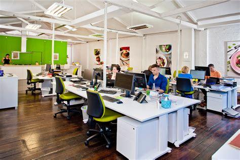bureau en open space open space alimentação elétrica vertical office