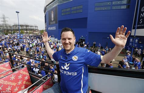 hand fans party city leicester city finally get their hands on the premier