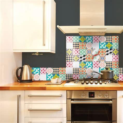 credence autocollant cuisine le carrelage adhésif carreaux de ciment un relooking