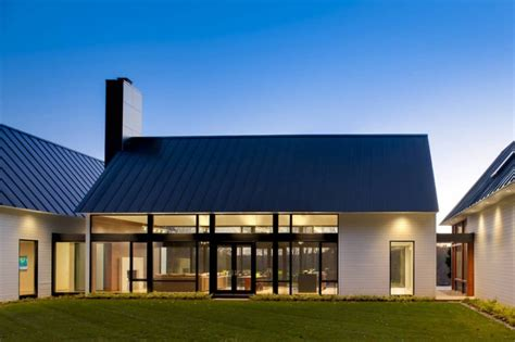 contemporary    warm country home modern house designs