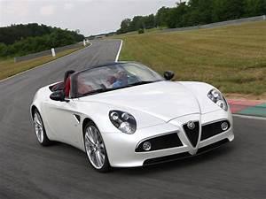 Alfa Romeo Prix : alfa romeo 8c spider specs 2008 2009 2010 autoevolution ~ Gottalentnigeria.com Avis de Voitures