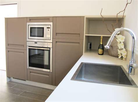 salon cuisine en l inside création cuisine en chêne sans poignée