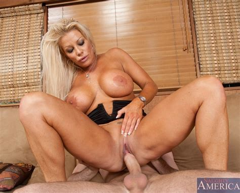 Jr Carrington Tanned Busty Blonde Jr Carrington Babes And Pornstars Online Sexy Nude