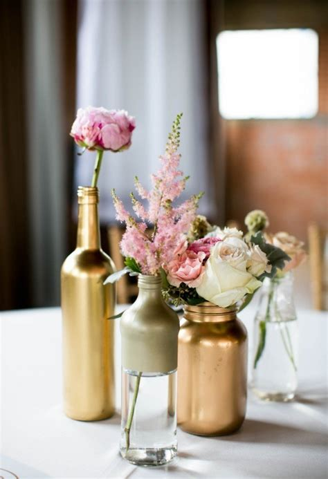 spray painted bottles make beautiful centerpieces say i