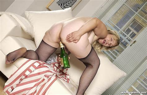 nasty drunk granny sticks the booze bottle up her hairy cunt pichunter