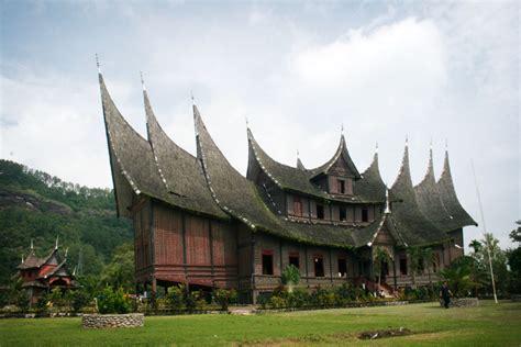 rumah gadang pagaruyung indonesia