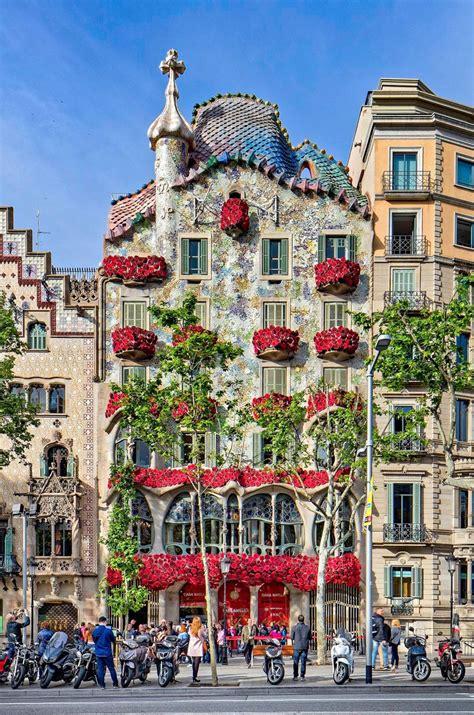 Casa Batilo by Roses Adorn Antoni Gaud 237 S Casa Batll 243 For Blood