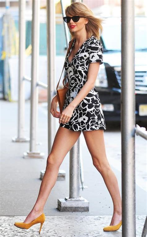 Sexy Taylor Swift Pictures That Will Make You Love Legs
