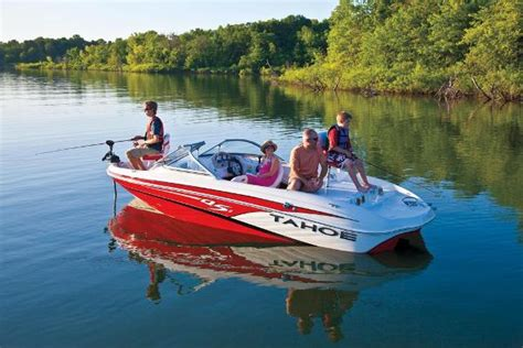 Bass Pro Shop Ski Boats by Tahoe Q5 Sf W 4 3mpi 220hp V 6 And Trailer Fish And Ski