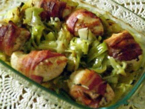 cuisiner le poireau recettes recette de poulet enlardé sur lit de poireaux