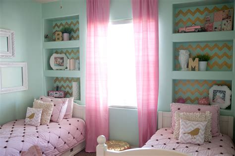 Gold, Pink, And Very Chic…little Girls Bedroom Design » B