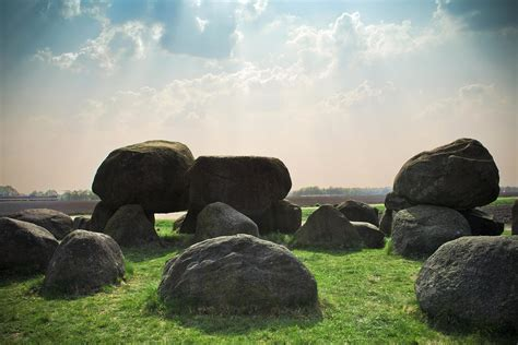imagen gratis paisaje megalito piedra cielo nube