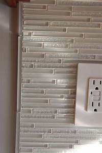 glass tile trim trim fornglass mosaic | This is how we finished our glass backsplash. We did the thin liner ...