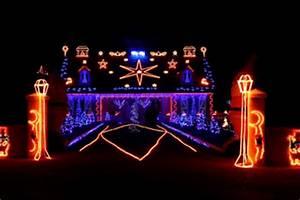 How to Host a Christmas Light Contest