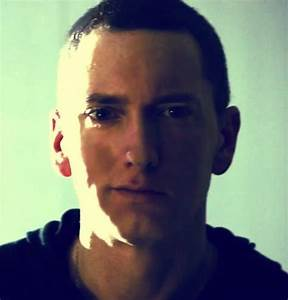 can eminem smile? answer please...? | Yahoo Answers