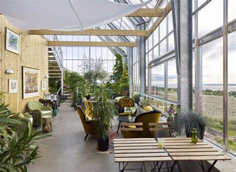 la grange chambres en suède cette maison à panneaux solaires produit plus d