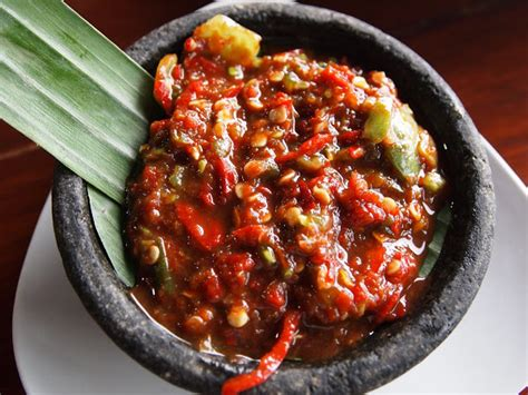 Yuk coba resep sambal terasi tomat sederhana berdasarkan buku 100. DK's Diary: Aneka Resep Sambal