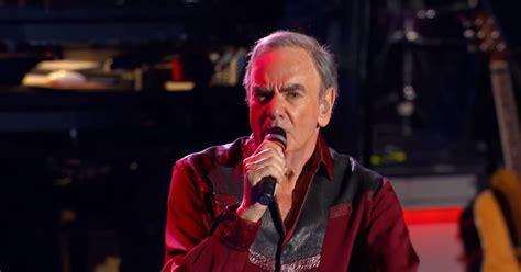 Legendary Musician Neil Diamond Gives Outstanding Live ...