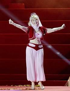A sus 78 años, Bárbara Eden se volvió a poner el vestido ...