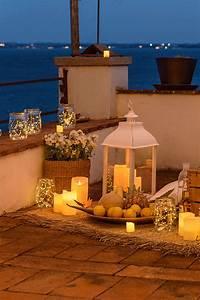 Idea Picnic Romantico Sul Terrazzo Tra Candele Led  Lanterne E Vasetti In Vetro Di Micro Led