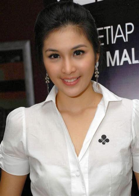 sandra dewi beautiful and sexy indonesian actress