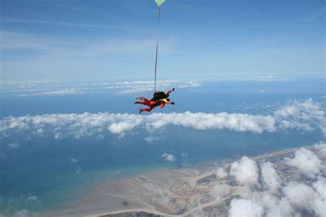 file saut en parachute en du havre de lessay avec a air parachutisme mont michel jpg
