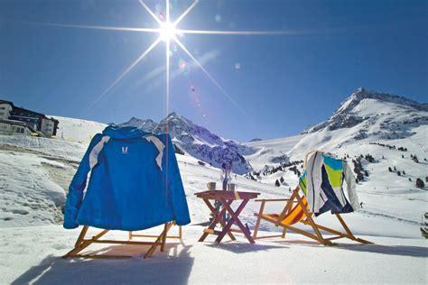 Stuehle Im Schnee by Alpen Chalets Urlaub In K 252 Htai Tirol