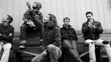 pearl jam wallpapers images  pictures backgrounds